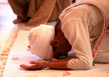 Bowing to the Guru