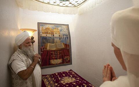 Returning to the Guru's Feet